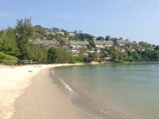 The Westin Siray Bay Resort & Spa Phuket : ビーチからホテル棟の眺め