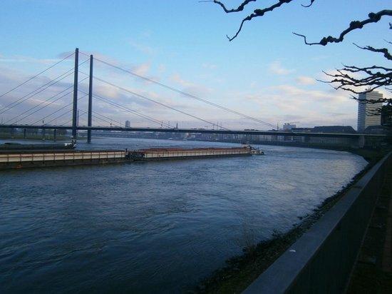 Rheinufer: ライン川