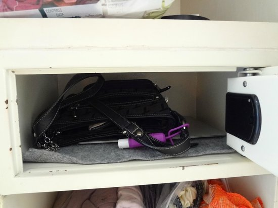 Secrets Aura Cozumel: size of safe in room (with 13 inch macbook air laptop and cross body bag to show size)