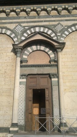 Duomo di Prato: Detail of side door