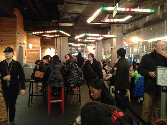 Shake Shack Theater District: Adentro del restaurante
