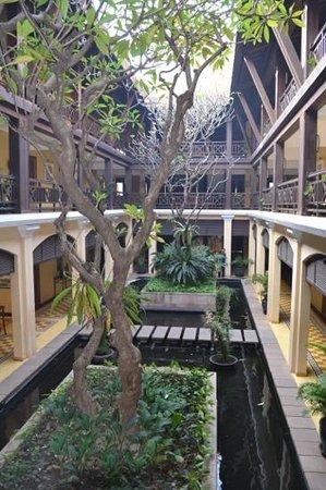 Victoria Angkor Resort & Spa: the courtyard
