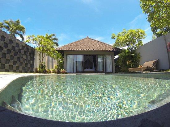 Kunti Villas: Pool view of room