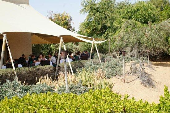 Al Maha, A Luxury Collection Desert Resort & Spa: 餐廳外觀