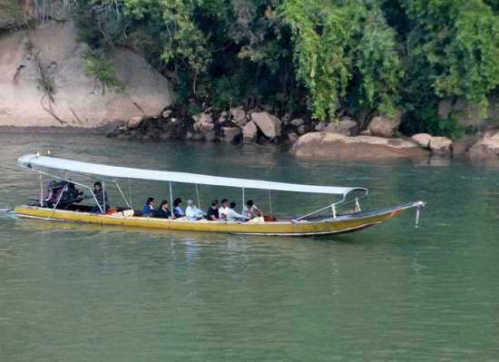 River Kwai Resotel : The Long Boat river trip