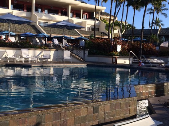 Wailea Beach Resort – Marriott, Maui: 2nd pool with 2 hot tubs on the sides overlooking the water
