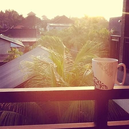 Puri Clinton Home Stay: balinese coffee with a view