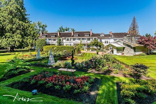 Crown Mansion Boutique Hotel & Villas: The Gardens at Crown Mansion