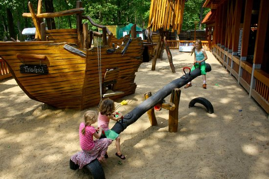 kinderspielplatz piratenschiff friedrich bild von anna amalia restaurant mit seeterrasse. Black Bedroom Furniture Sets. Home Design Ideas