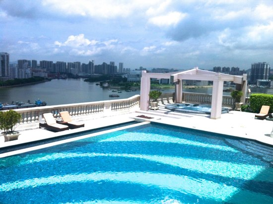 Sofitel Macau at Ponte 16: Private pool at the villas