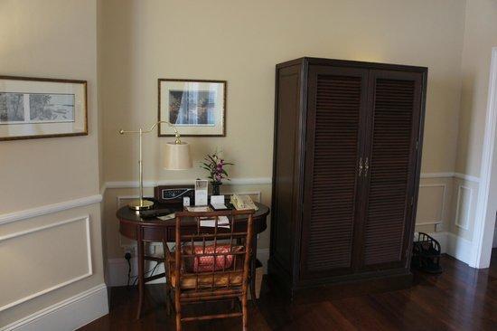 Raffles Grand Hotel d'Angkor : room