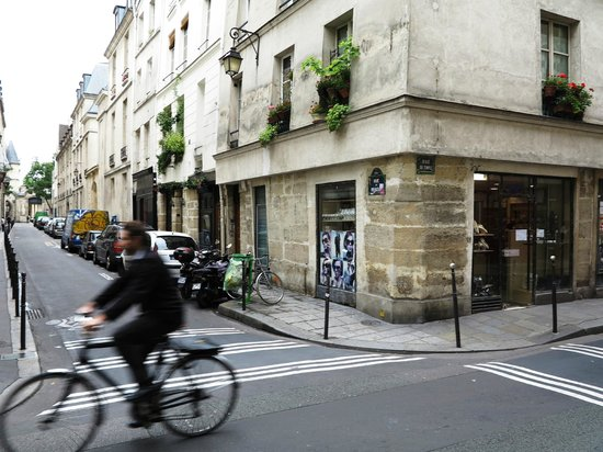 Citadines Republique Paris: la rue du Temple