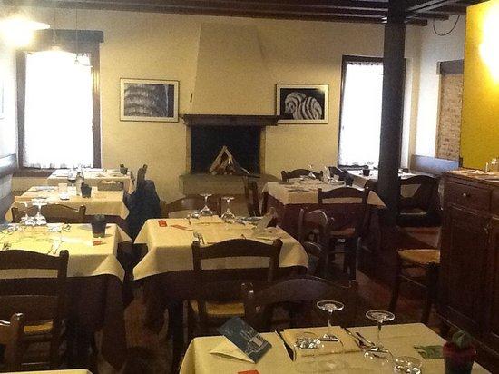 Via Caprera - Hostaria : sala primo piano/caminetto