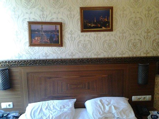 The Empress Theodora Hotel: Corridor