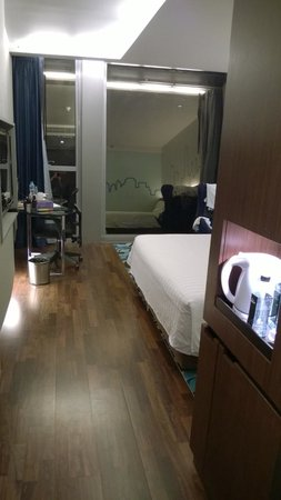 Galleria 10 Hotel Bangkok by Compass Hospitality : From entrance/hall