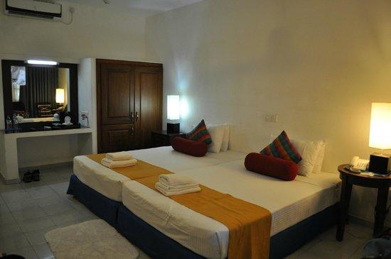 Catamaran Beach Hotel: chambre