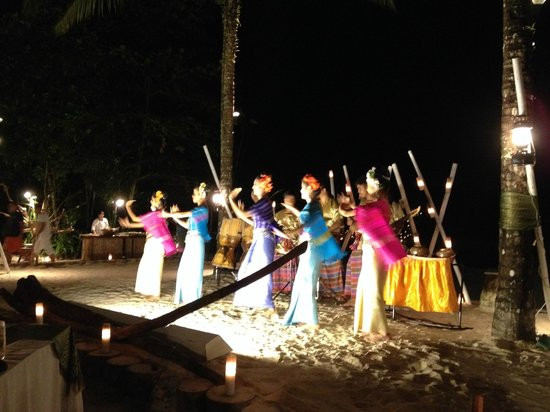 The Sarojin: Traditional Thai dancing performance
