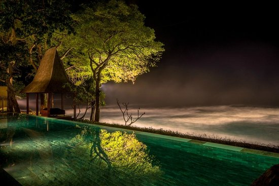 Mangsit, Indonesia: Pool by night