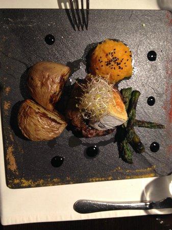 El Toc de Gracia Restaurant: Hamguger well garnished