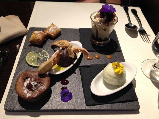 El Toc de Gracia Restaurant: Assorted Desserts
