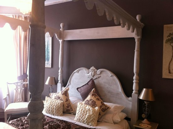 Brighton Marina House Hotel: Room 10 with a kingsize four poster bed