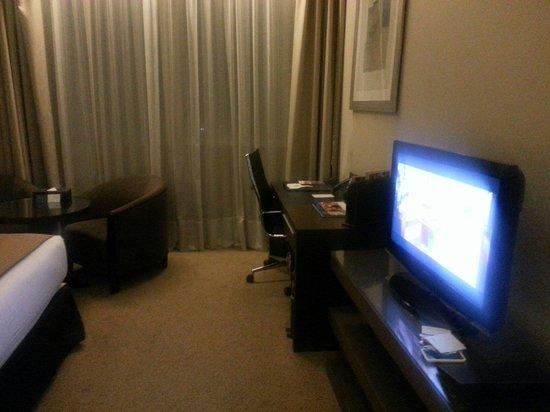 Ramada Abu Dhabi Downtown: Tv tv