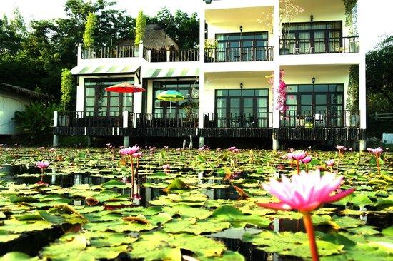 Golden Lake View Boutique Resort: วิวสวยตอนพายเรือเล่น