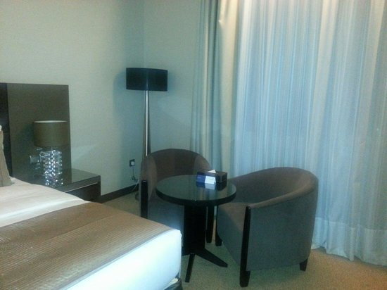 Ramada Abu Dhabi Downtown: Room room