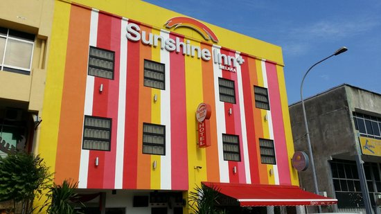 Sunshine Inn Plus: Hotel frontage
