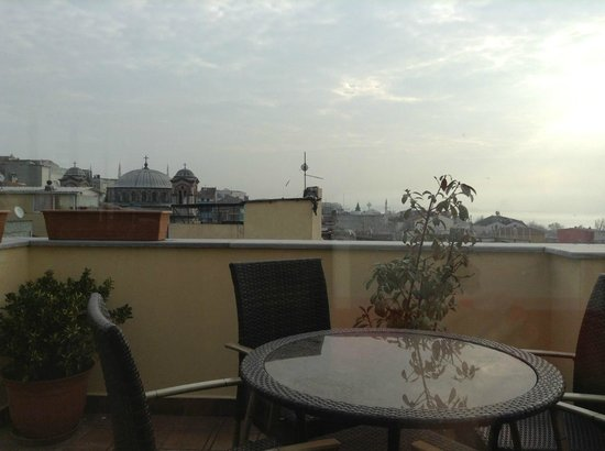 Amber Hotel Istanbul: Roof terrace