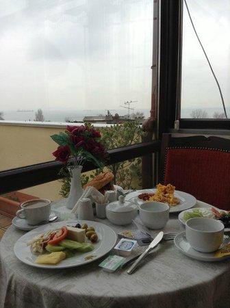 Amber Hotel: Breakfast