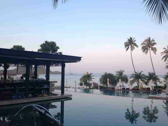 Pullman Phuket Panwa Beach Resort: Sunset at the Pool