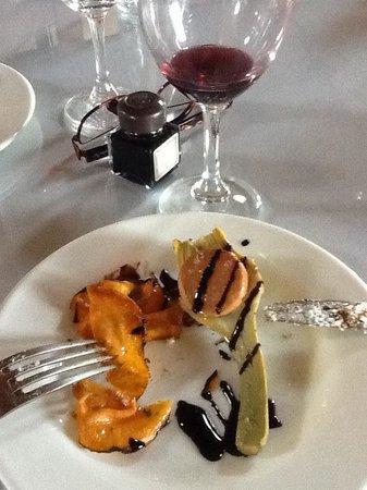 El Muelle de Arriate: Grilled artichoke with sweet potato crisps and balsamic vinegar. Yumm.