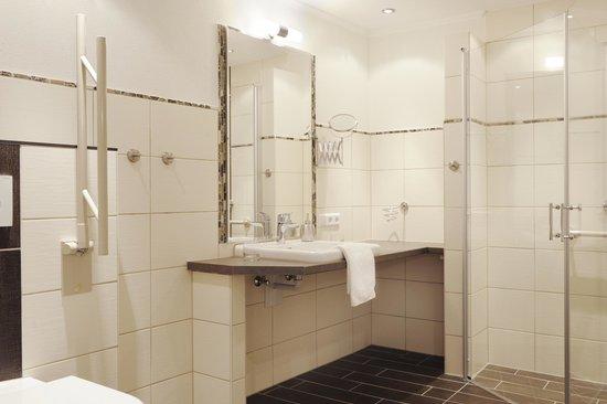 barrierefreies badezimmer (mit großer dusche) in der ferienwohnung, Hause ideen