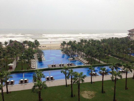 Vinpearl Da Nang Resort & Villas : Pool and beach