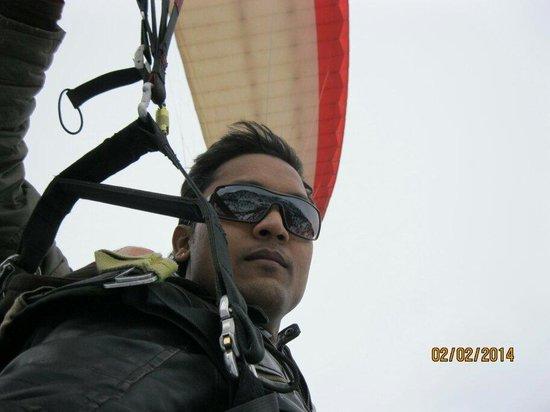 Para gliding at solang valley