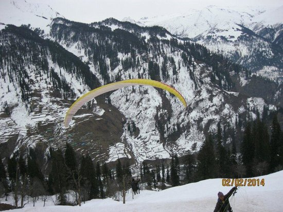Solang Valley: Para gliding at solang nullah