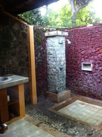 Taman Sari Bali Resort & Spa: the bathroom