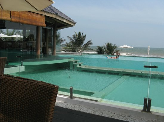 Villa Del Sol Beach Villas & Spa: Pool looking out to sea
