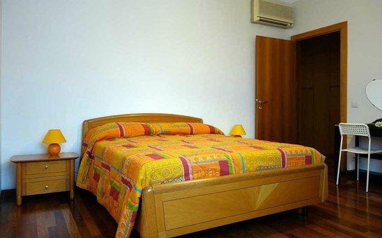 Bed & Breakfast Casa Batiuska: BeB Verona . Casa Batiuska - Camera Tripla dalla finestra