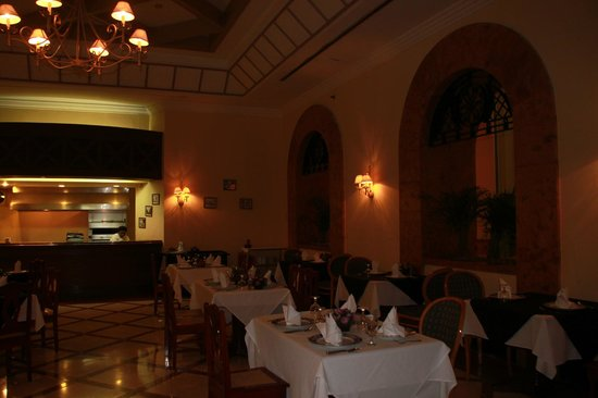 Los Almendros : The dining room