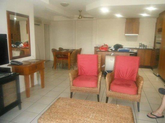 Portside Whitsunday : Living area