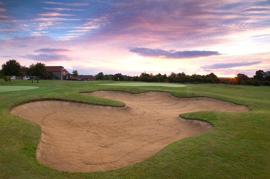 Thornbury Golf Lodge : Golf Course