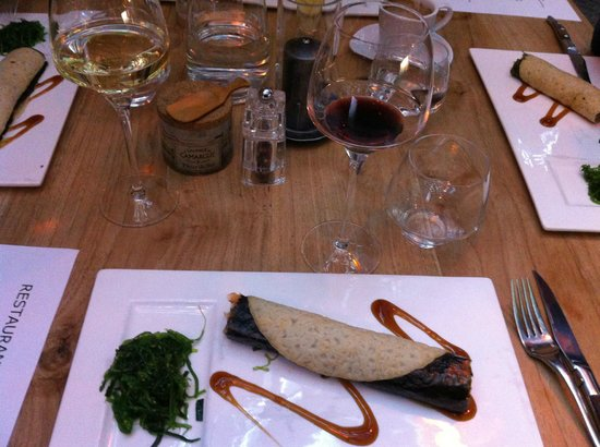 Bickers aan de Werf: Smoked salmon hand roll in a nori crepe with Japanese mayo and wakame