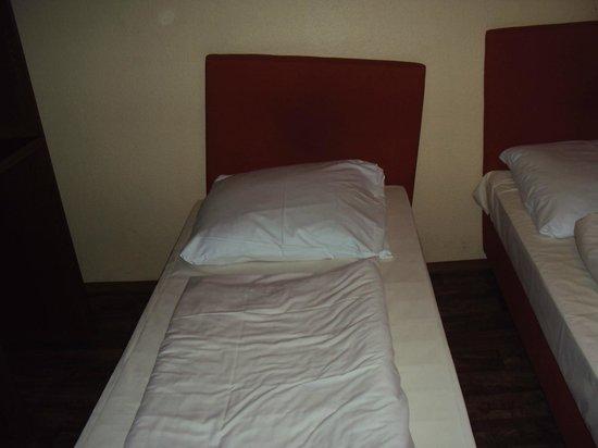 Pension Alpha : bed was broken, linen was filthy