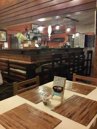Nice Inn Town Residence: Bar and restaurant