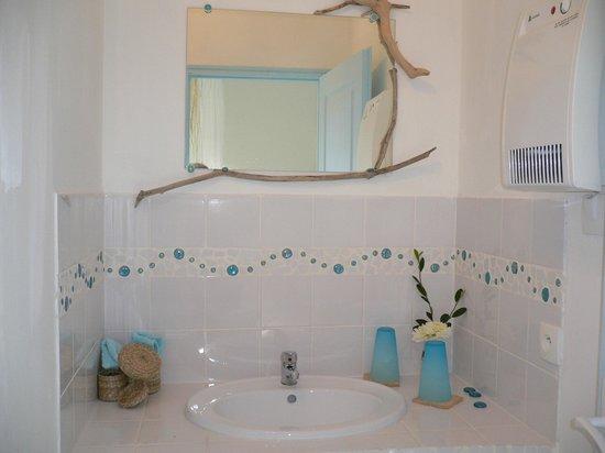 A l'Orée du Bois : salle de bains de la chambre
