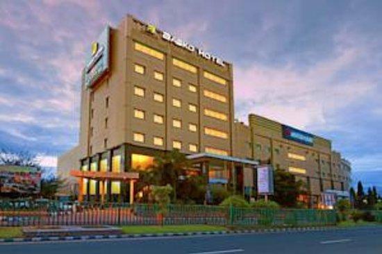Photo of Premier Basko Hotel Padang