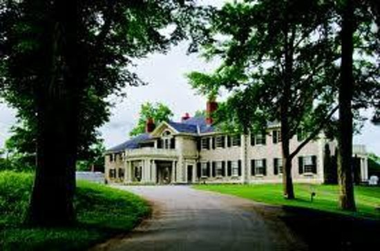 Hildene, The Lincoln Family Home : Sweeping grounds & entrance