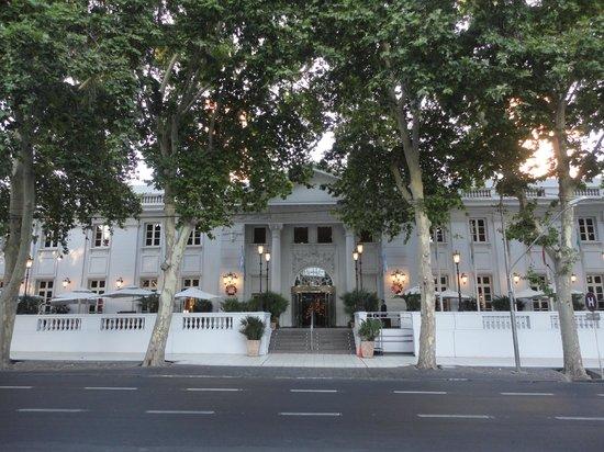 Park Hyatt Mendoza : Fachada frontal externa da recepção
